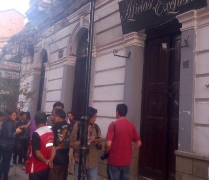 Municipio señala que el derrumbe de una casa en el centro de Tarija se debe a las intensas lluvias