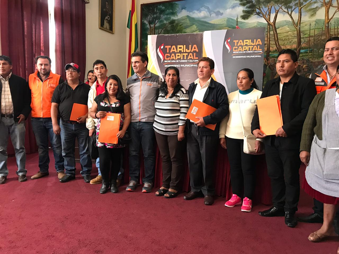Paz firma autorización para construcción de 4 nuevas unidades educativas en Tarija