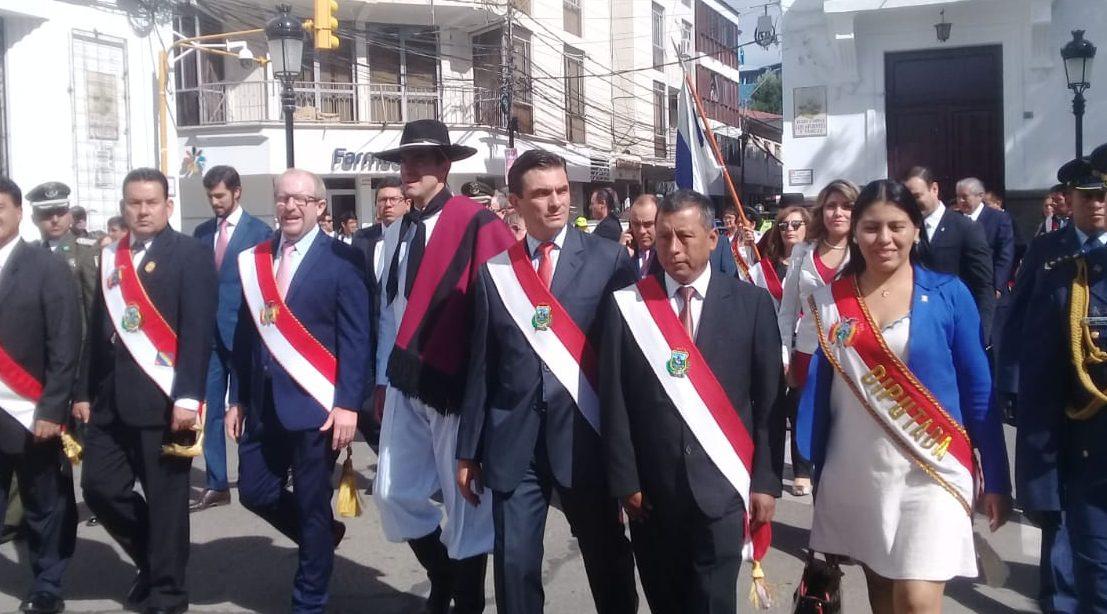 Gobernador de Tarija encabeza homenaje por el 15 de abril y lamenta ausencia de autoridades nacionales