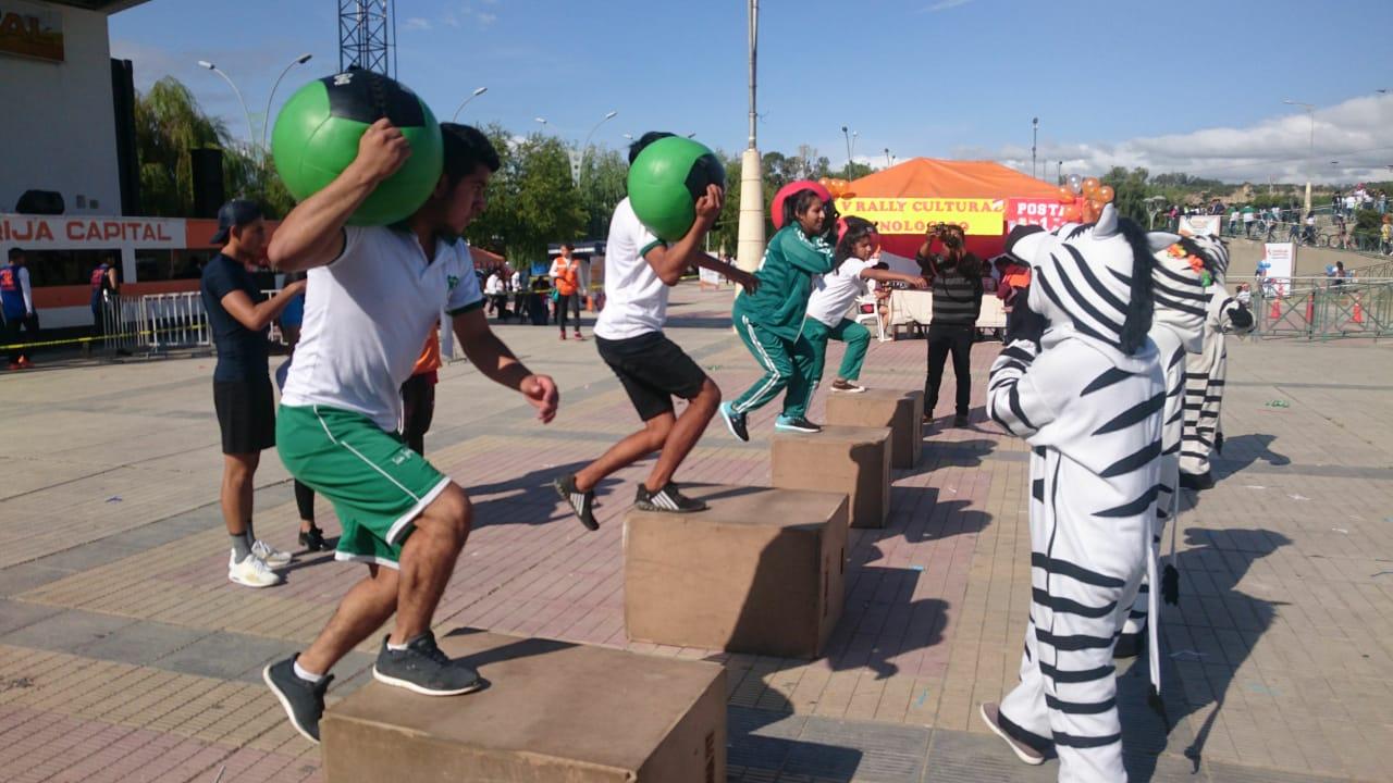 """Colegios de Tarija se destacan por su perseverancia, creatividad y unidad en el """"Campeonato de Ideas"""""""