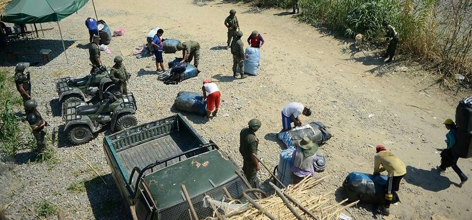 Crisis de bagayeros en Bermejo provoca un bloqueo en la frontera con Argentina