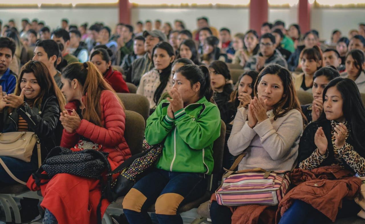 Gobernador de Tarija presenta en Bermejo el programa 'Beca Futuro'