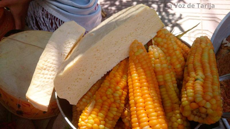 Rico choclo y queso para degustar en Tarija