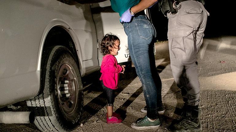 Imagen de niña llorando es elegida Foto del Año
