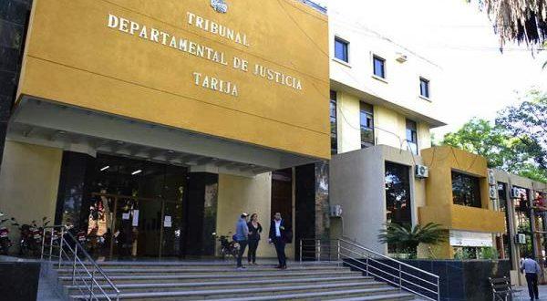 Allanan oficinas de autoridades judiciales acusados de corrupción en Tarija