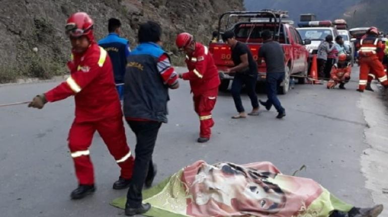 Embarrancamiento en la ruta La Paz - Caranavi deja tres fallecidos