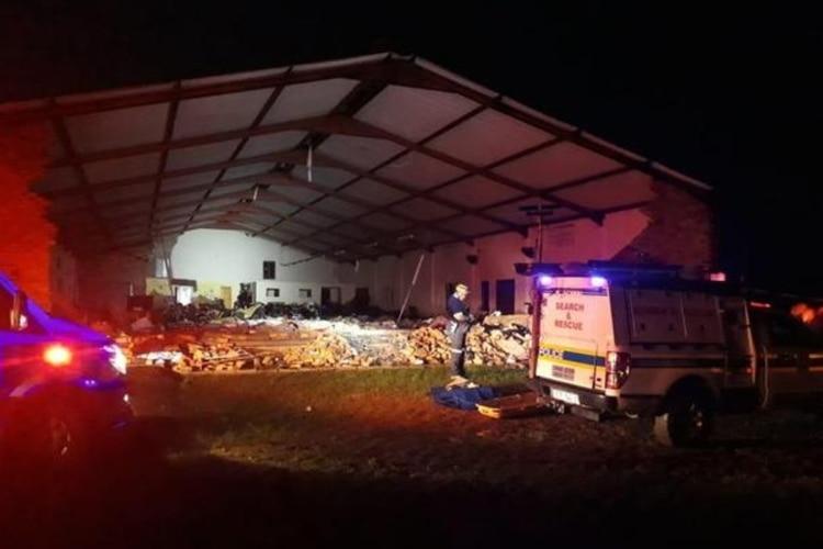 Se derrumbó una iglesia de Sudáfrica en el Jueves Santo: al menos 13 muertos