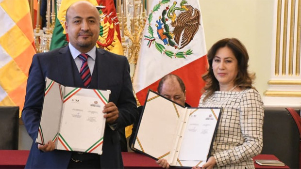 Bolivia y México firman supresión de visas; esperan implementarlo este año