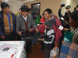 Se realiza tercera entrega de departamentos a damnificados por deslizamiento en La Paz
