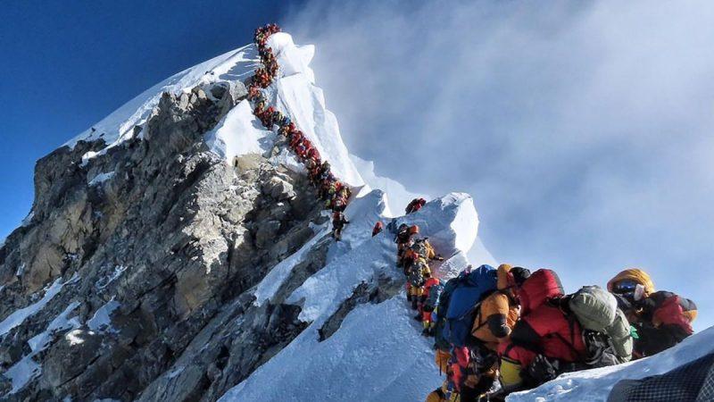 Murieron otros dos alpinistas y ya son diez las víctimas fatales del atasco en el Everest