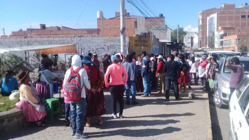 Comerciantes de ropa usada denuncian agresiones y discriminación en el mercado Campesino