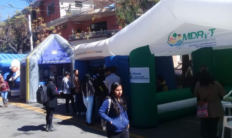 Brigada califica de exitosa la feria educativa - multisectorial del Gobierno para universitarios de Tarija
