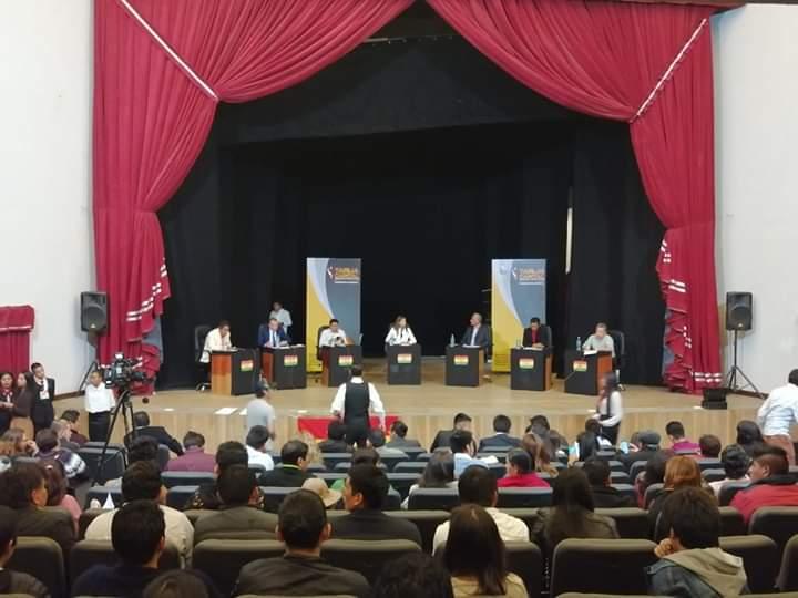 Jóvenes califican de exitoso el debate presidencial en Tarija y piden se cumpla el manifiesto