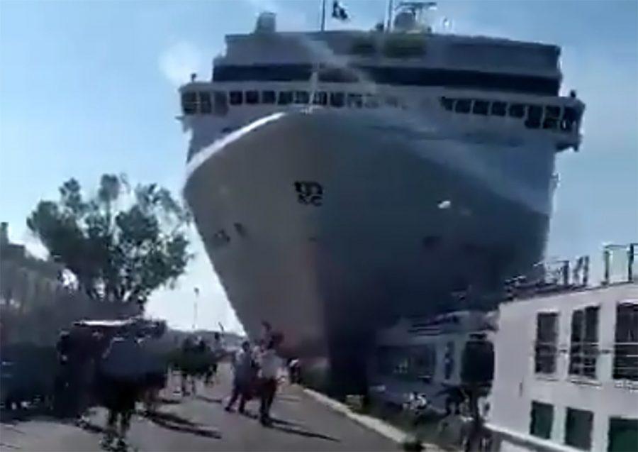 Venecia: un crucero descontrolado embistió contra un buque de turistas y dejó varios heridos