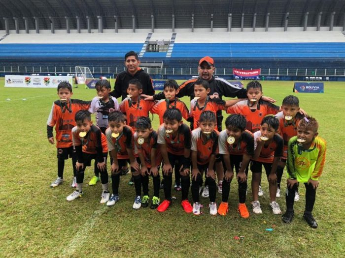 Los clubes Simplemente Fútbol y Cancheritos de Tarija son campeones nacionales