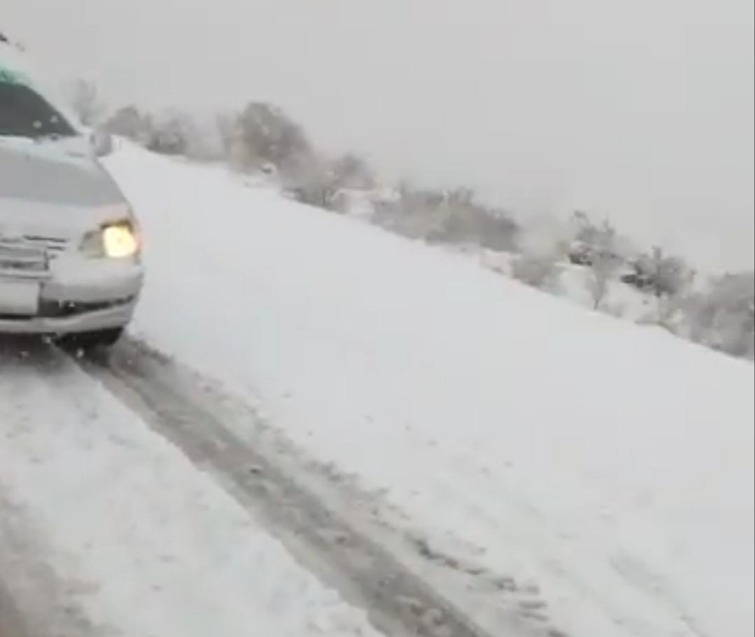 Ambulancia se embarranca en la carretera a Padcaya por el mal tiempo