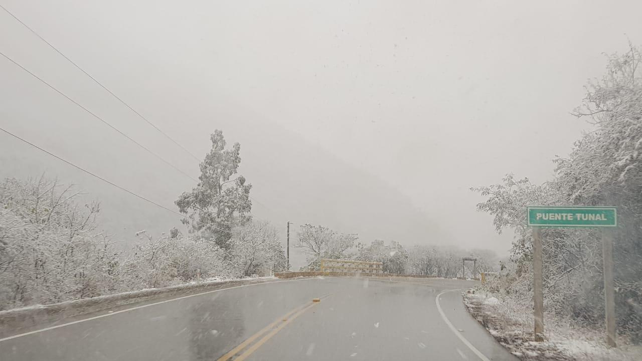 ABC cierra las carreteras de Tarija a Camargo y a Bermejo por la intensa nevada