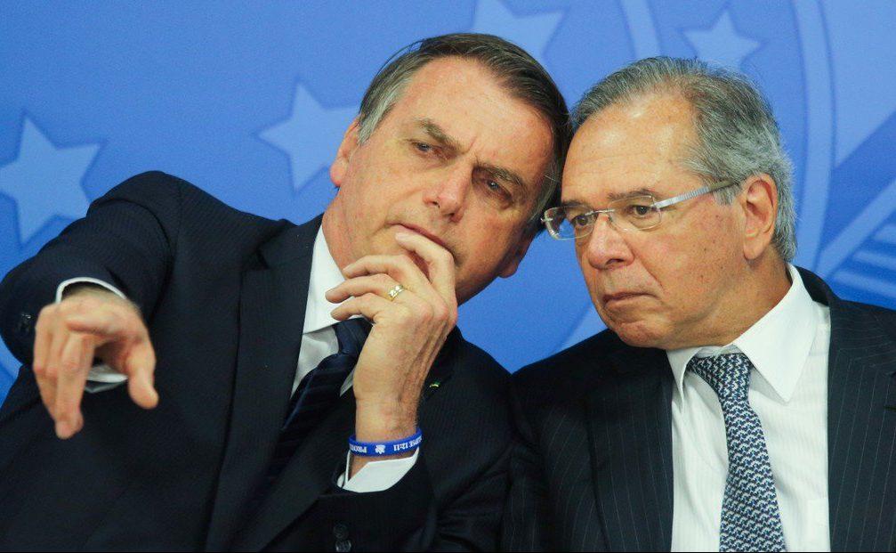 El ministro de Economía de Brasil reavivó la polémica al evocar el decreto de la dictadura que cerró el Congreso