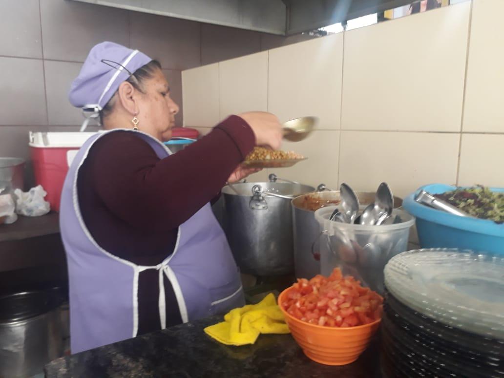 Delicioso y accesible; Doña Sole 30 años de experiencia en la venta del saice en Tarija
