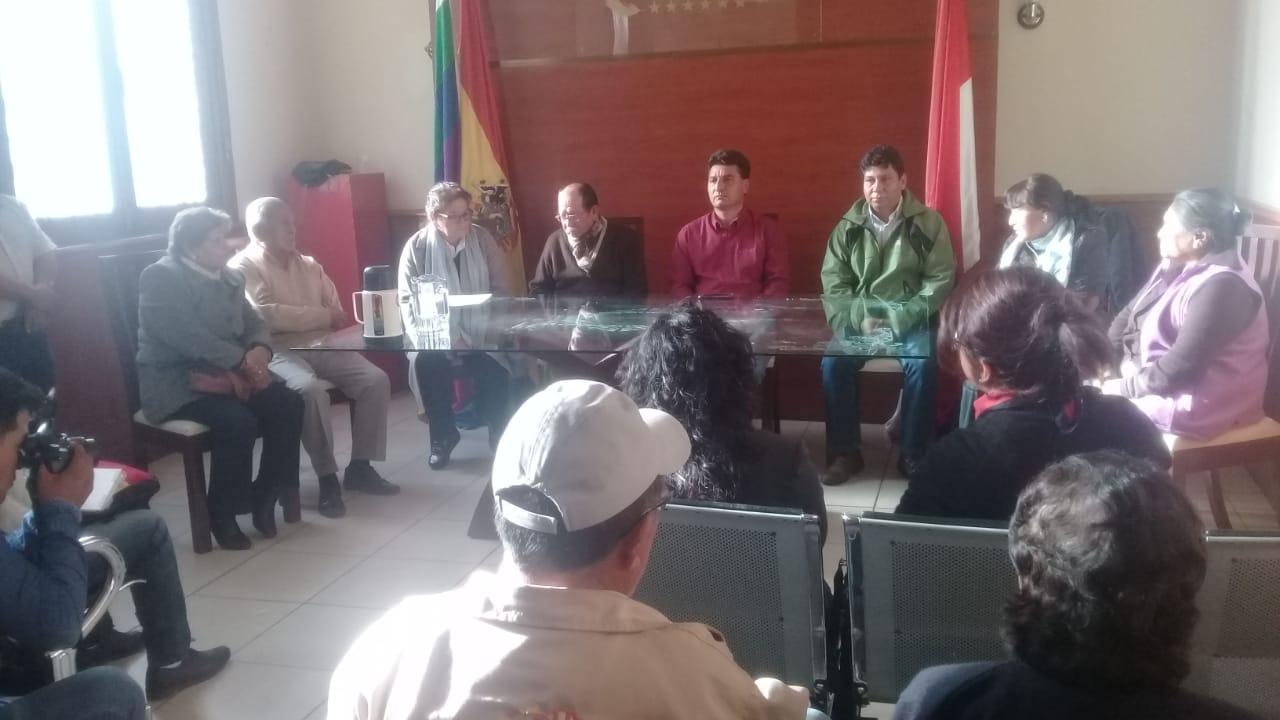 Adultos mayoresde Tarija levantan huelga en demanda a la canasta alimentaria