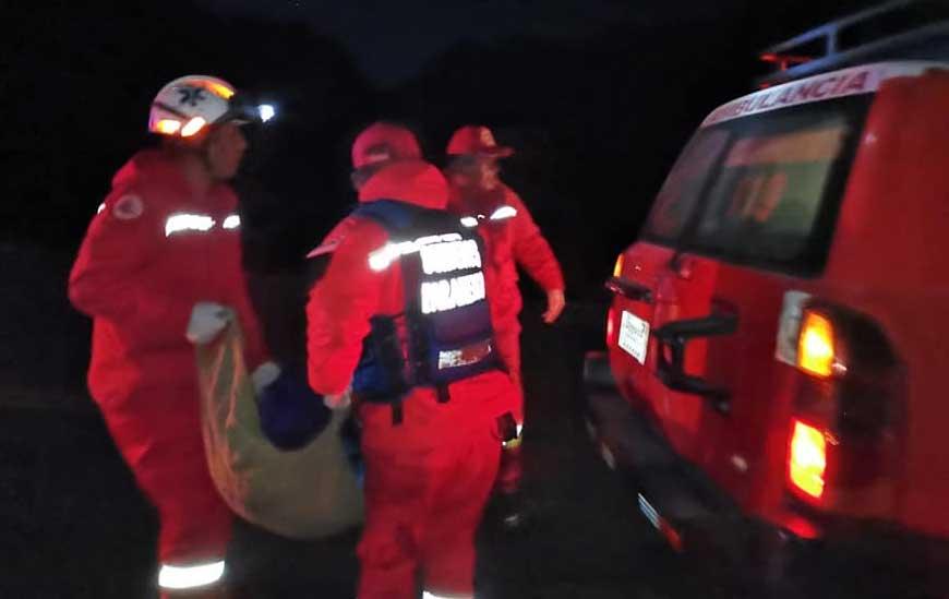 Camión se embarrancó deja un muerto y cuatro heridos