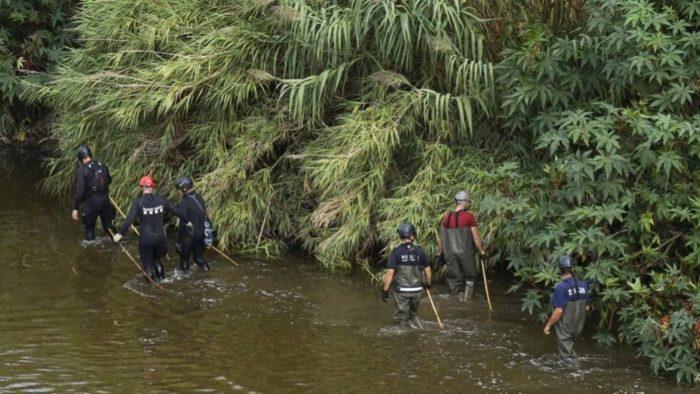 Buscan a un recién nacido que su padre adolescente lanzó a un río en Barcelona
