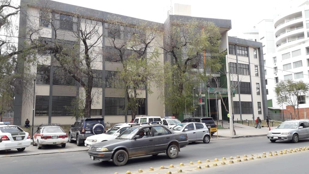 Colisión de vehículos deja solo daños materiales en Tarija