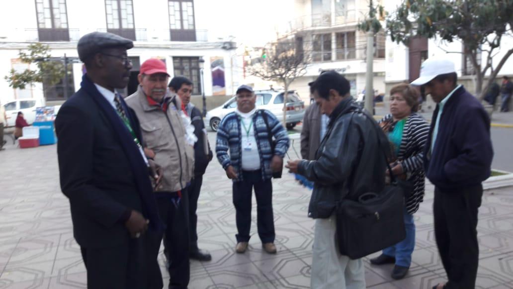 Adultos mayores de 3 municipios de Tarija se declaran en emergencia por la canasta alimentaria