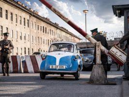 """La increíble historia del """"coche burbuja"""" que ayudó a cruzar el Muro de Berlín"""