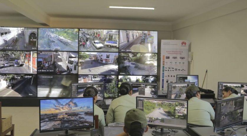 Más de 10 funcionarios monitorean 150 cámaras de seguridad en diferentes zonas de Tarija