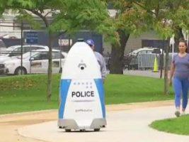 El robot policía que patrulla un parque en Los Ángeles