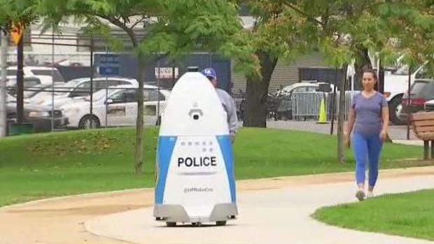El robot policía que patrulla un parque en Los Ángeles y le cuesta a la ciudad 70 mil dólares por año
