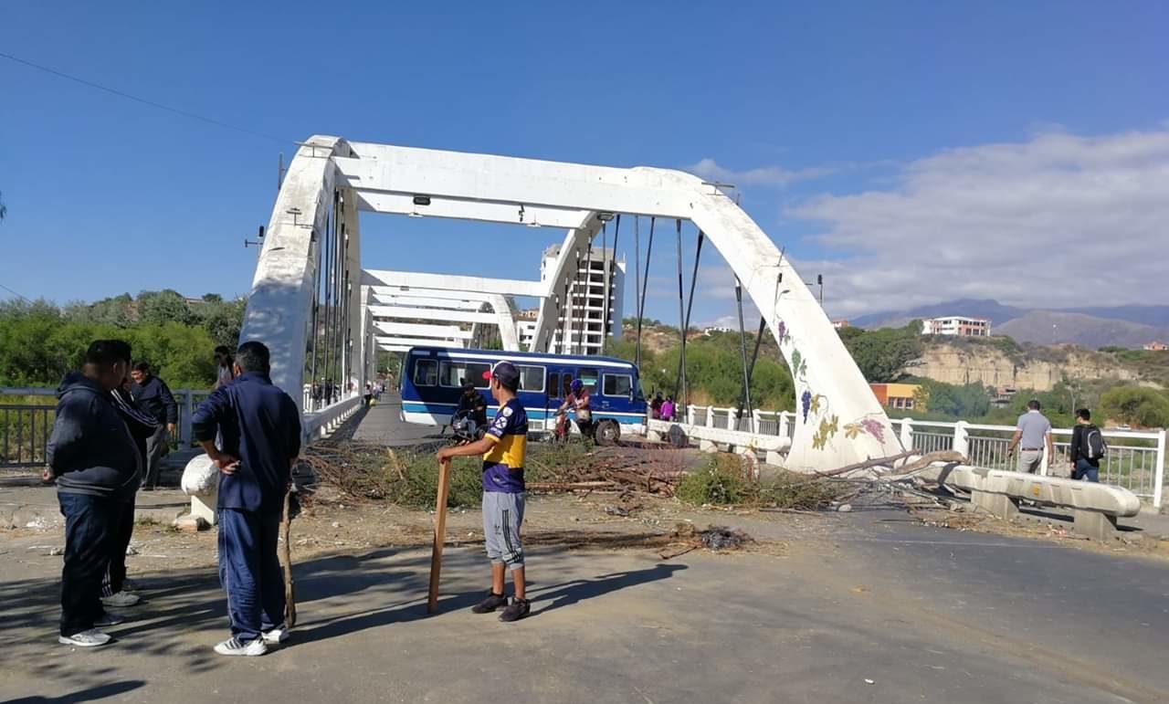 Unir acusa a la Fedjuve y a Rodrigo Paz por agresiones en un punto de bloqueo en Tarija