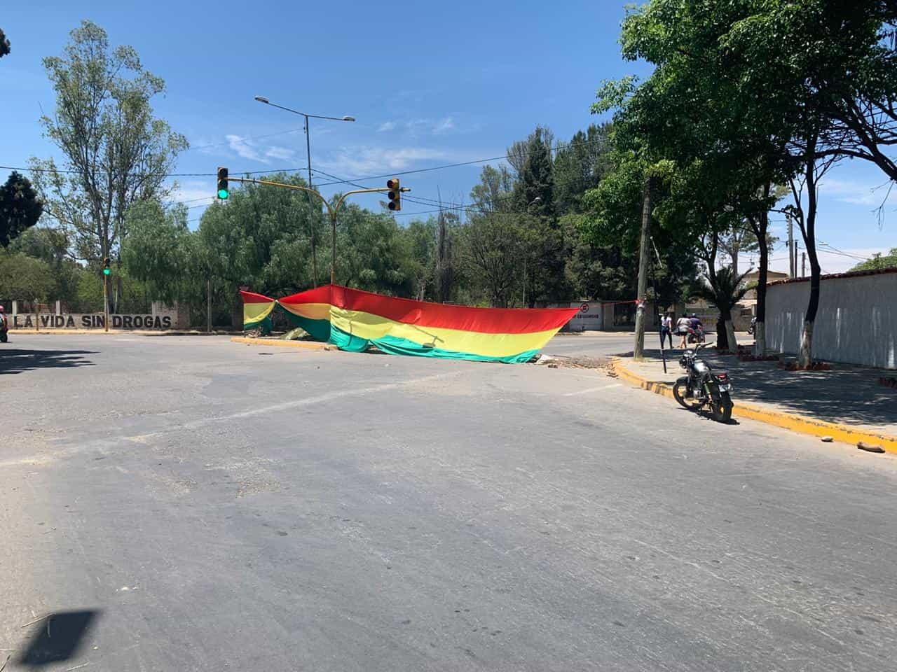 """Asambleísta del MAS denuncia que """"funcionarios departamentales y municipales bloquean en Tarija"""