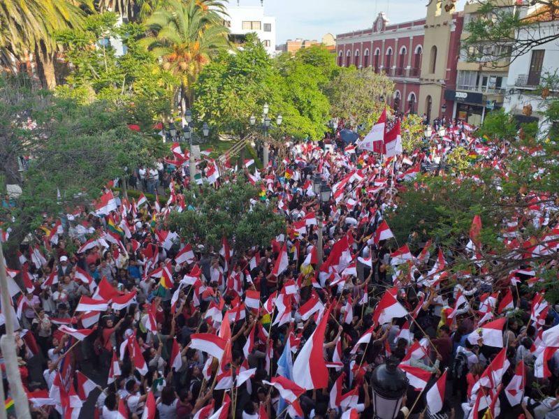 Ciudadanía de Tarija se congrega en el Cabildo en demanda de respeto a la democracia