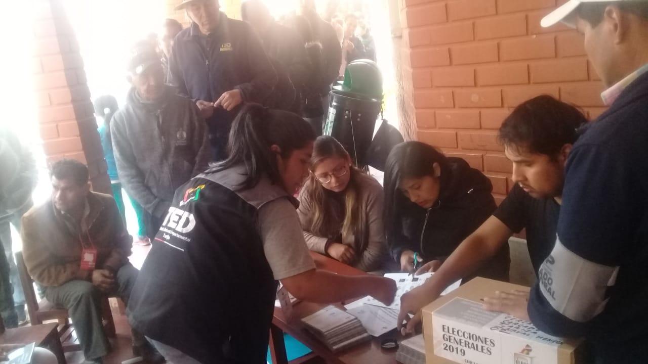Personal eventual denuncia que el TED de Tarija no canceló sueldos por trabajo en las elecciones de octubre