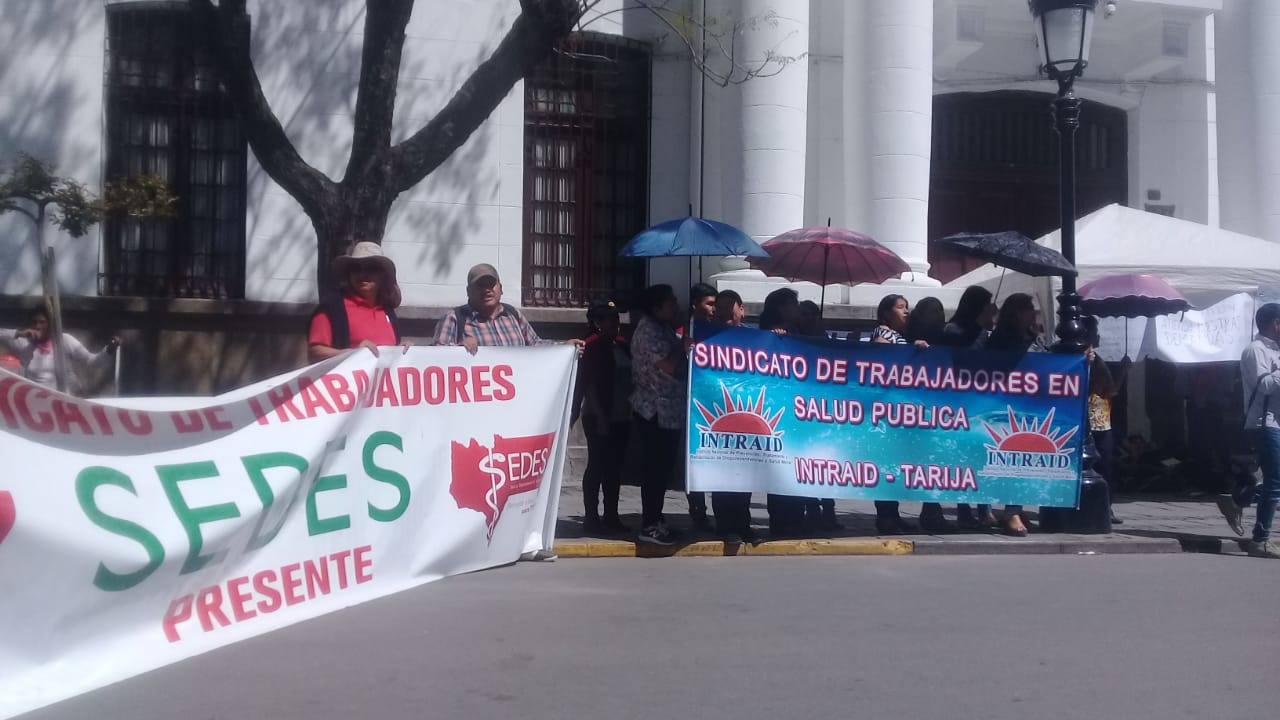 Trabajadores de salud de Tarija marchan y demandan el pago del Bono de Té