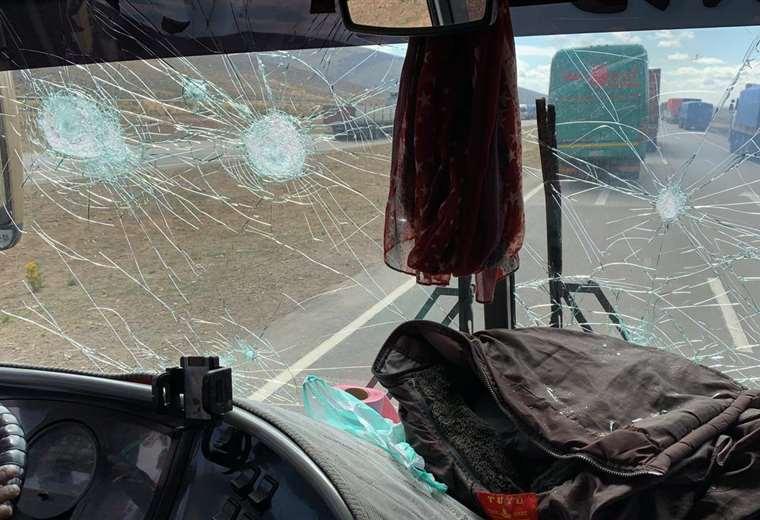 Enfrentamiento y heridos por emboscada de mineros a delegaciones de Potosí y Sucre