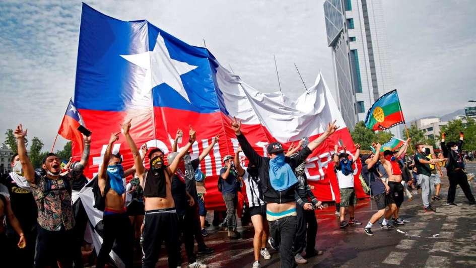 Comenzaron los paros progresivos en Chile con miras a la huelga general del martes