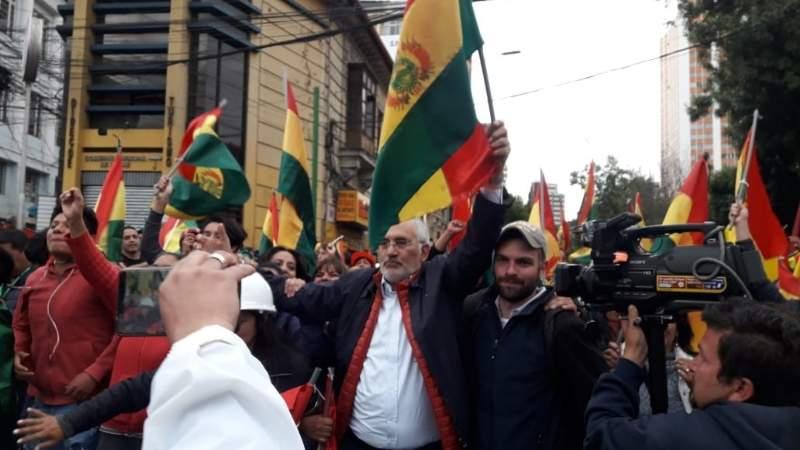 Mesa celebra la renuncia de Evo con una concentración en La Paz