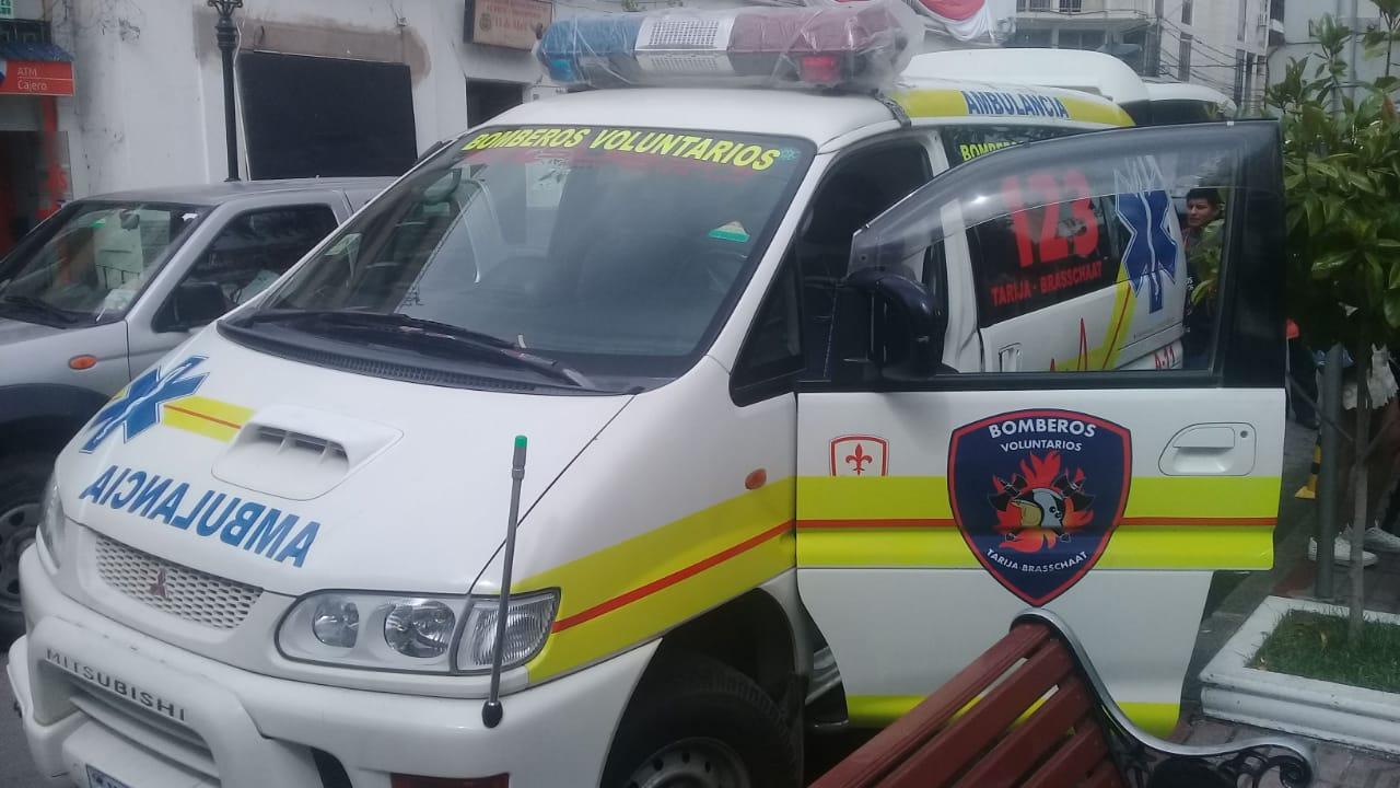 Bomberos Brasschaat cumplen meta y presentan nueva ambulancia para Tarija