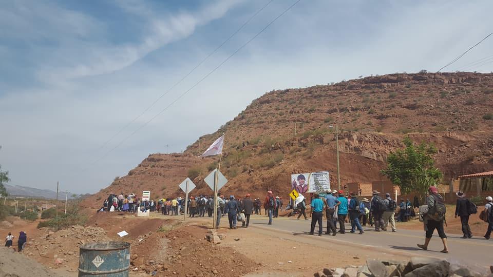 Policía de Tarija reporta bloqueos en la carretera a Potosí por parte campesinos