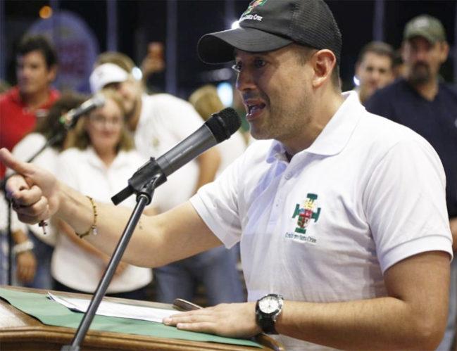 Camacho pide dos días más de bloqueo para instituir un Gobierno transitorio
