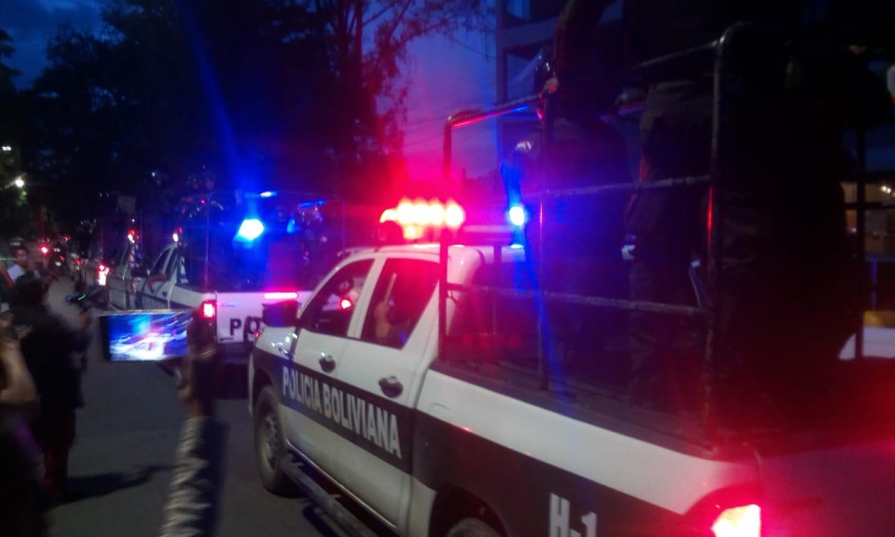 Policía de Tarija patrulla el Mercado Campesino ante el pedido de comerciantes