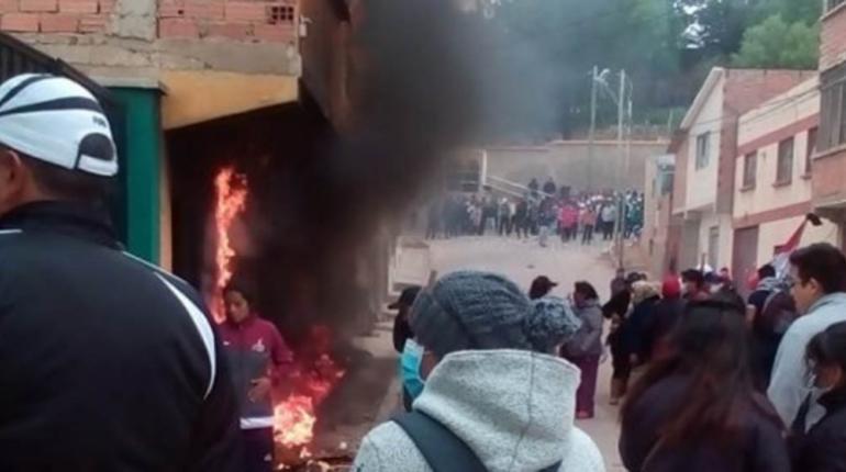 Potosinos queman la vivienda del presidente de la Cámara de Diputados