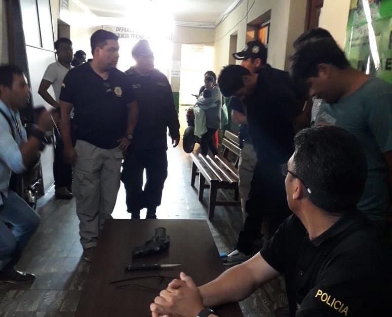 Felcc presenta a tres hombres que cometían robos agravados en Tarija