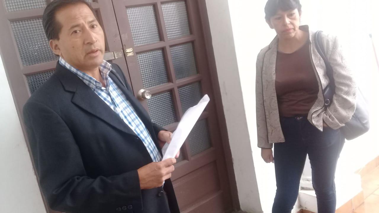 Dávila entrega una carta notarial a cívicos tras la convocatoria al Congreso de la Tarijeñidad
