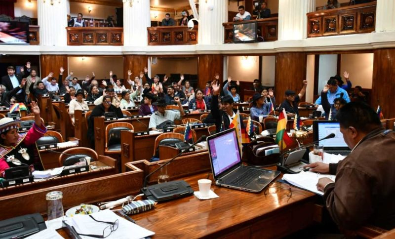 Diputados aprueban ley para que clínicas privadas atiendan enfermos de COVID-19 obligatoriamente