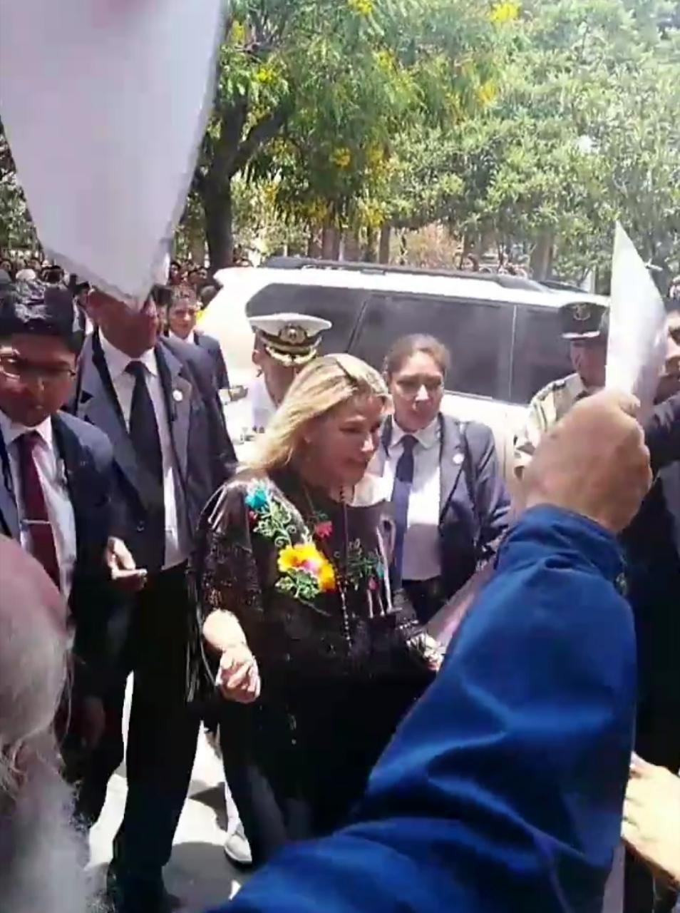 Gobernación de Tarija lanza la convocatoria para la Beca Futuro 2020 junto a la presidenta Áñez