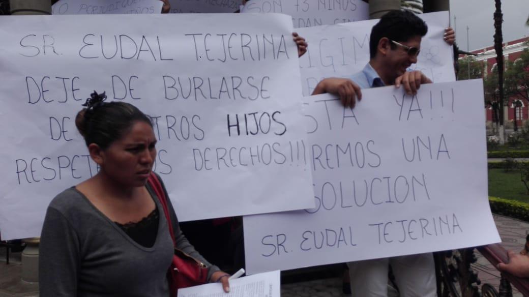 Padres de familia protestan por la no habilitación del nivel primario del colegio San Luis de Tarija